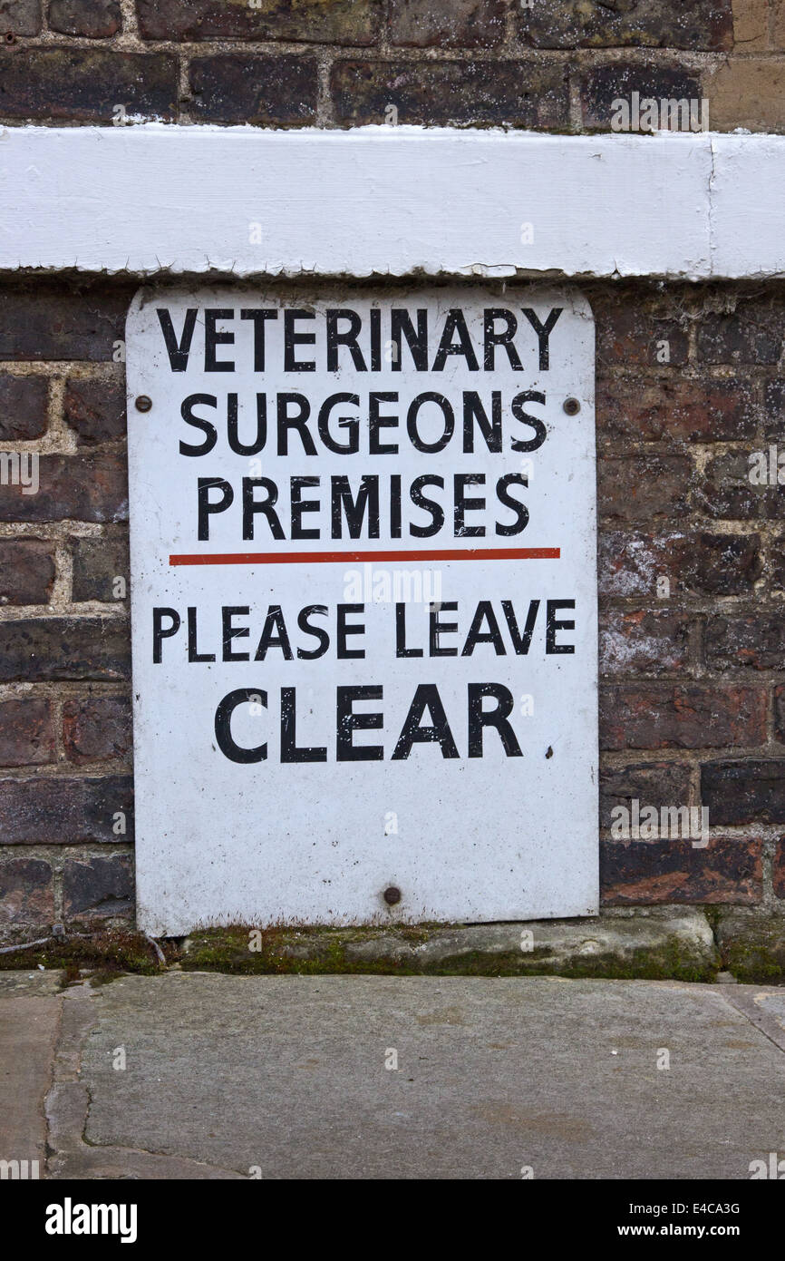 Veterinary Surgeons Premises parking sign - Stock Image