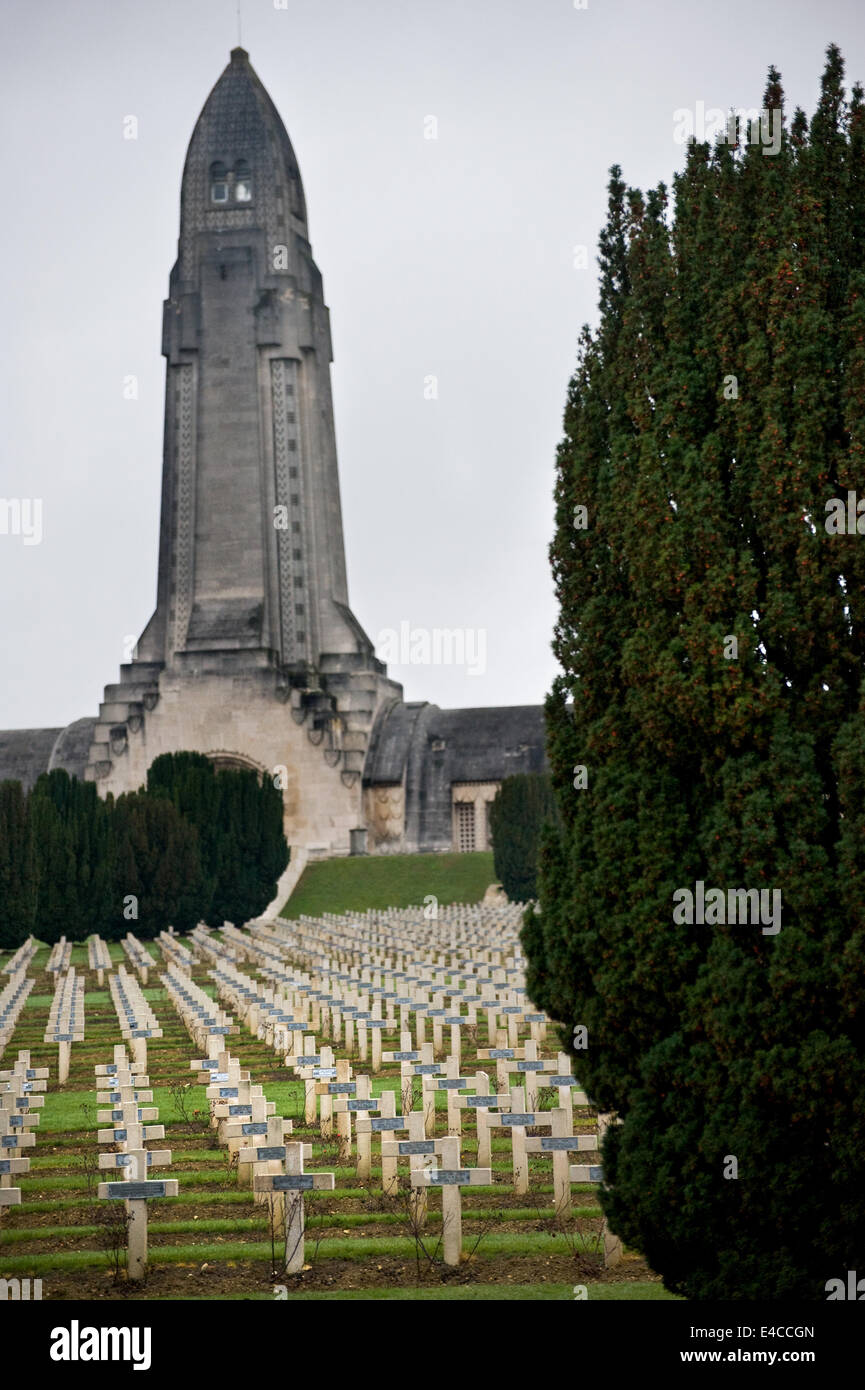 Endless crosses at the cemetery at  Douaumont ossuary containing the remains of soldiers who died at the battle - Stock Image