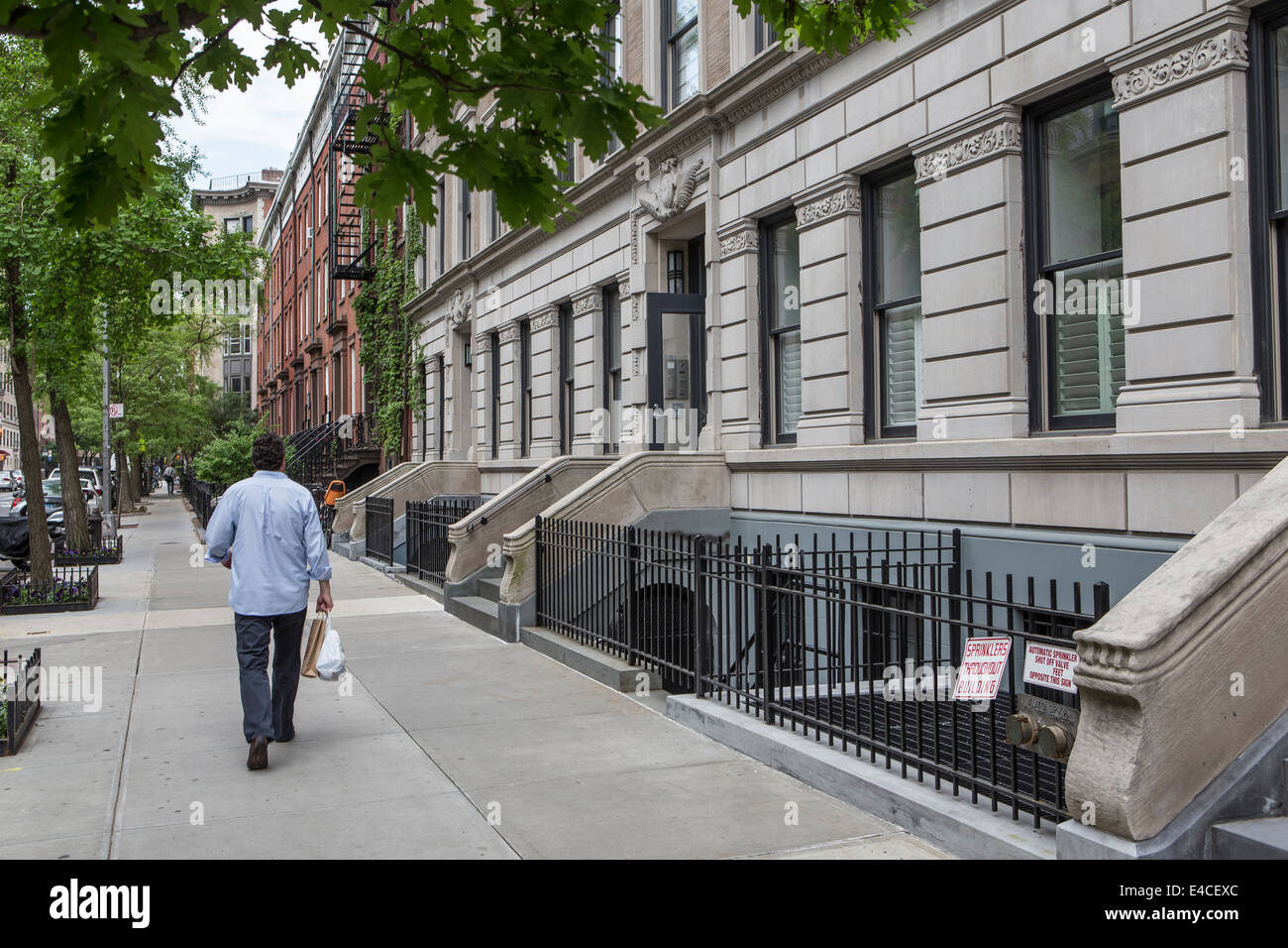 townhouses new york stock photos townhouses new york stock images alamy. Black Bedroom Furniture Sets. Home Design Ideas