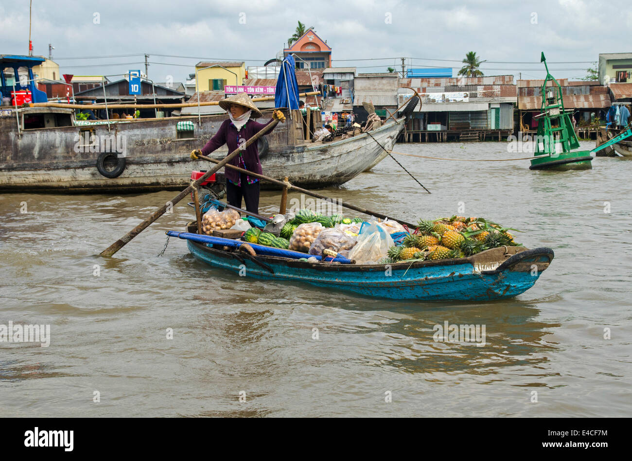 Woman selling fruit & vegetables, Can Rang floating market, Can Tho, Vietnam - Stock Image