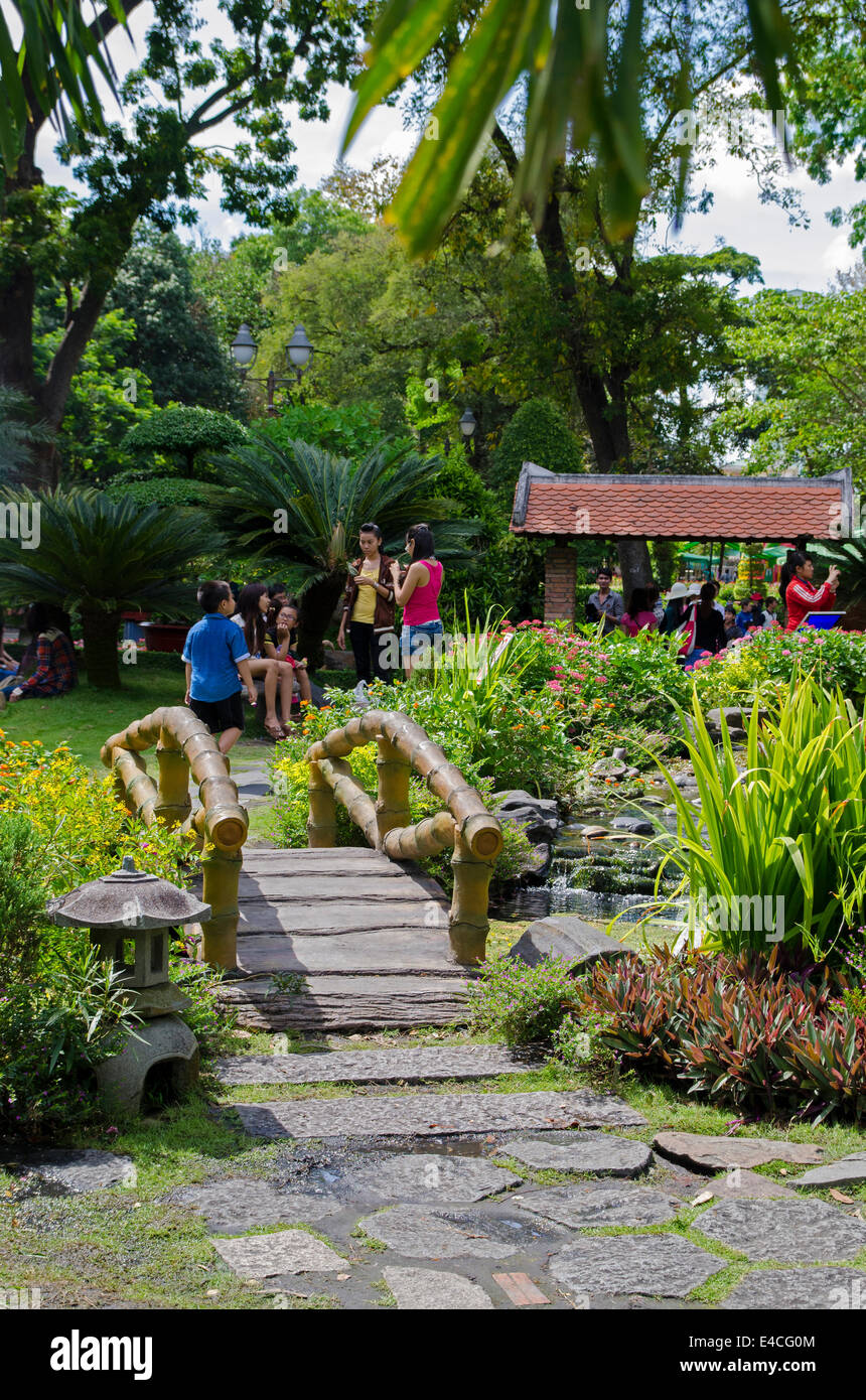 People in the Saigon zoo & botonical garden, Thao Cam Park, Ho Chi Minh City, Vietnam - Stock Image