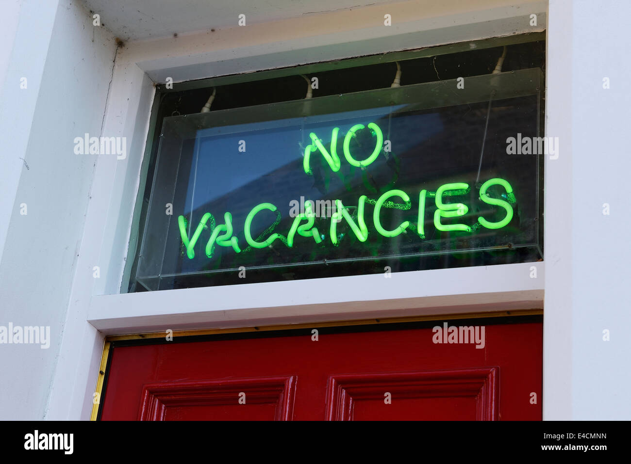 No Vacancies green neon sign - Stock Image