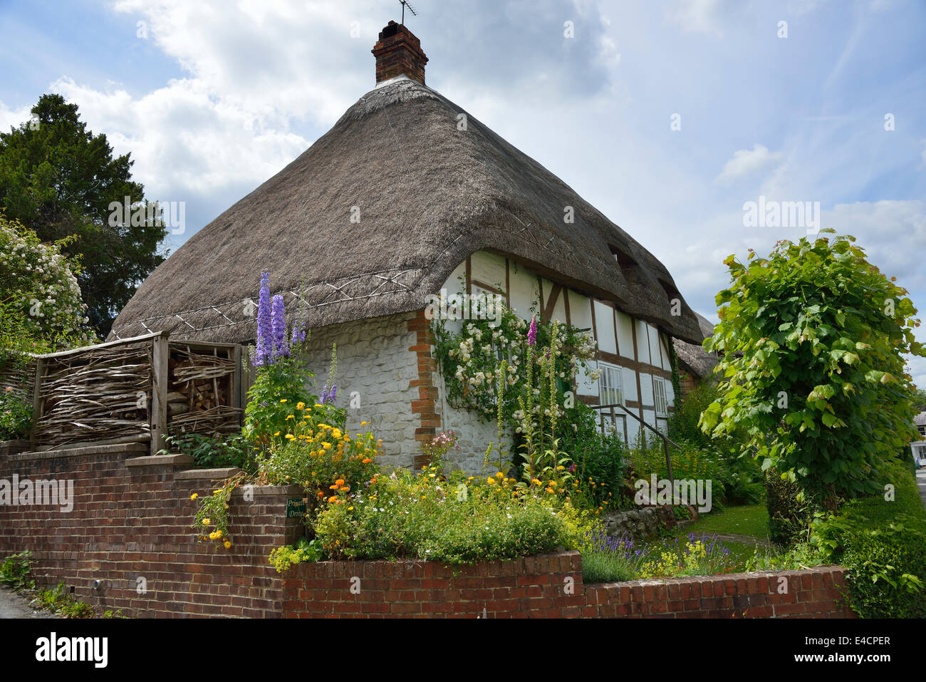 Thatched black and white country cottage in the village of  Selborne, Hampshire, England, UK - Stock Image