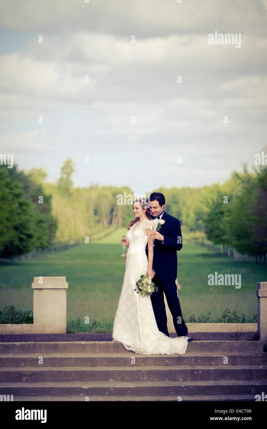 Wedding preparations, Bride and bridegroom in park, Dorset, England - Stock Image