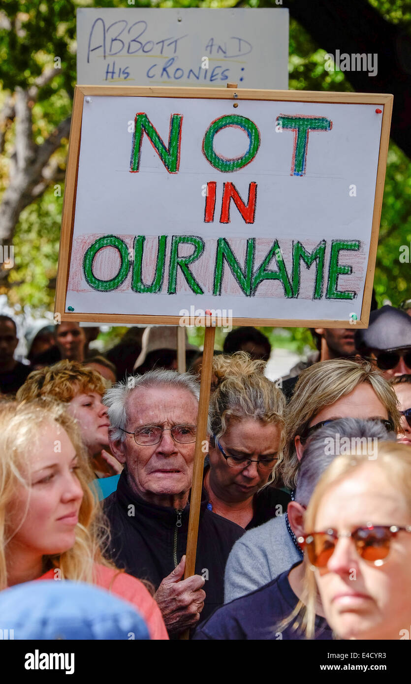 An elderly man holding a sign protests at government policy against asylum seekers outside the Tasmanian Parliament - Stock Image