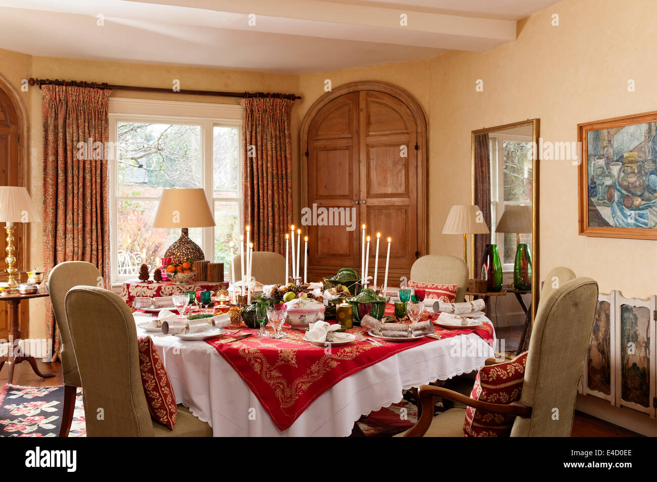 Dining room with table laid for christmas dinner. The tableware is a mix of Luneville Old Strasbourg pattern china - Stock Image