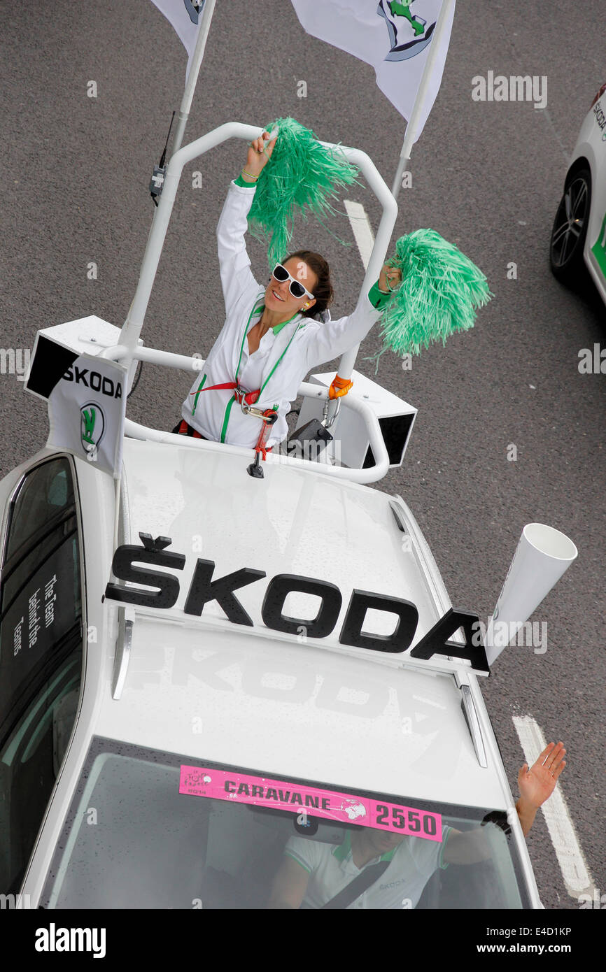 London, UK - 7 July 2014: The Tour de France cycle race passes through the streets  a car sponsored by Skoda - Stock Image