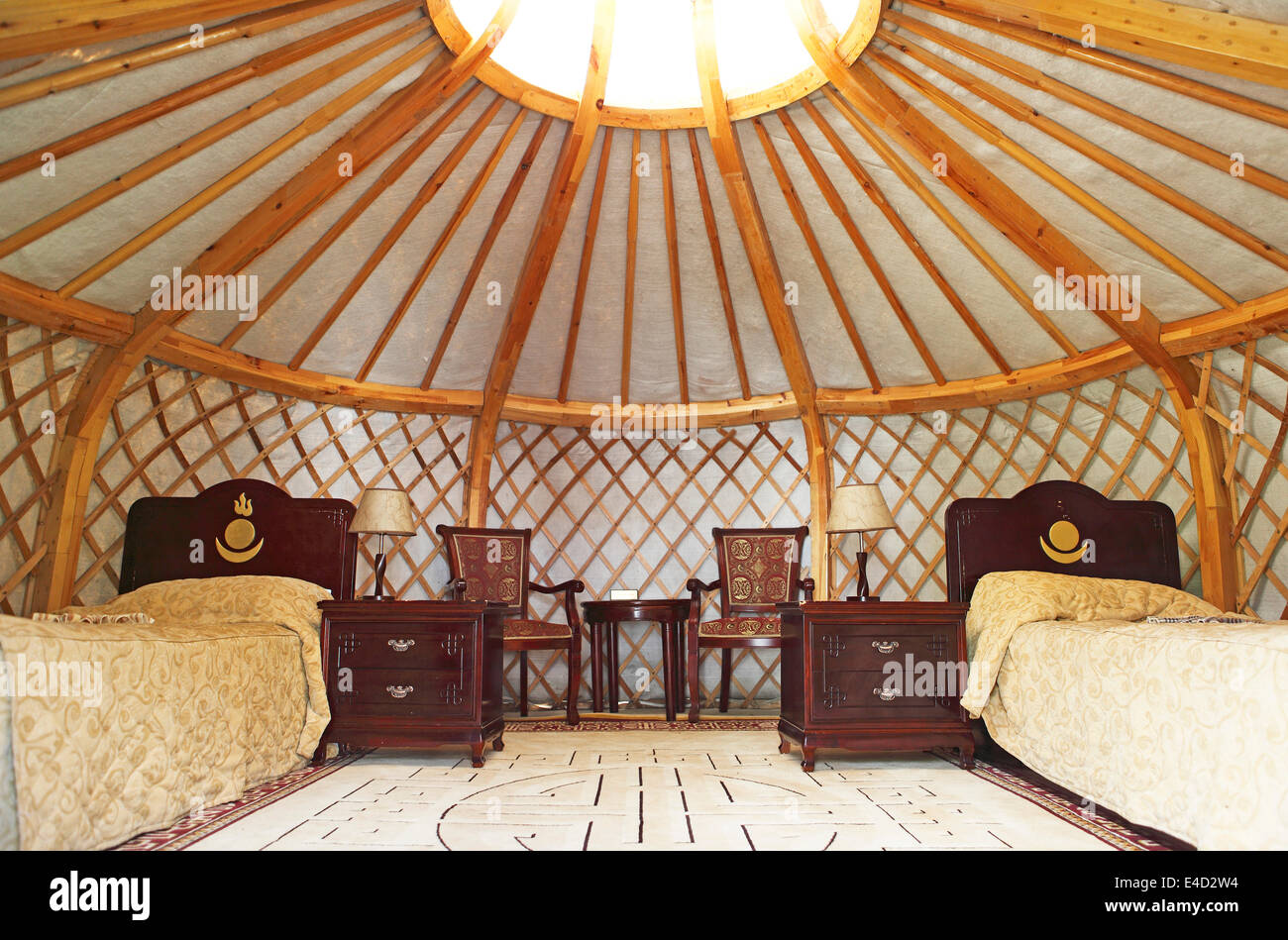 luxurious-yurt-for-tourists-interior-kha