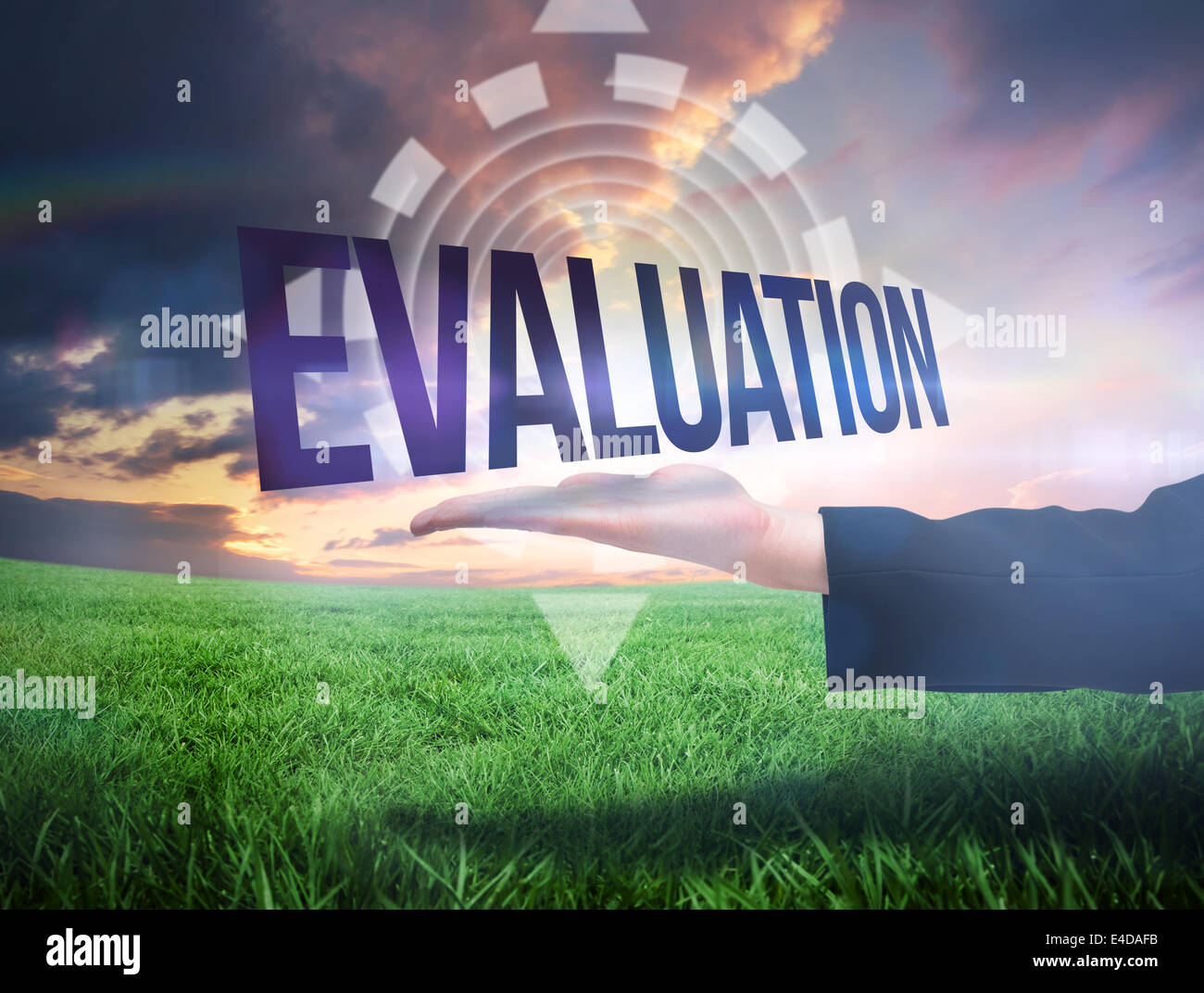 Businesswomans hand presenting the word evaluation - Stock Image