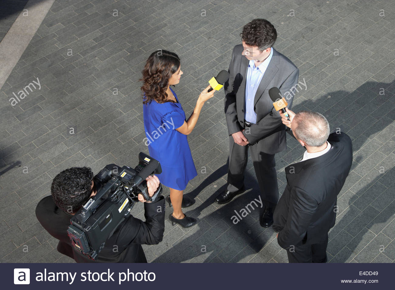 Politician talking to reporters - Stock Image