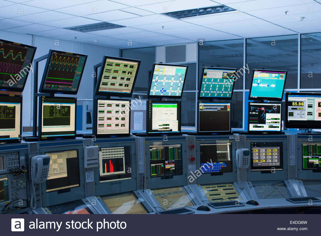 Computers in control room - Stock Image