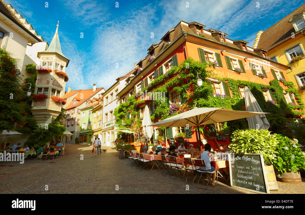 Sidewalk cafe in Meersburg (Burg on the lake), a medieval town in Lake Constance. Baden-Württemberg, Germany. - Stock Image