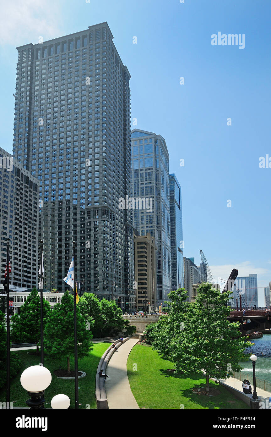 Chicago Riverwalk looking towards Wacker Drive - Stock Image