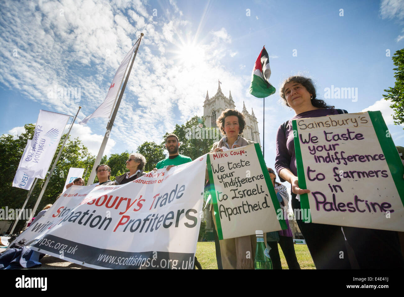 London, UK. 9th July 2014. Palestine Solidarity Campaign Protest at Sainsbury's AGM in London Credit:  Guy Corbishley/Alamy - Stock Image