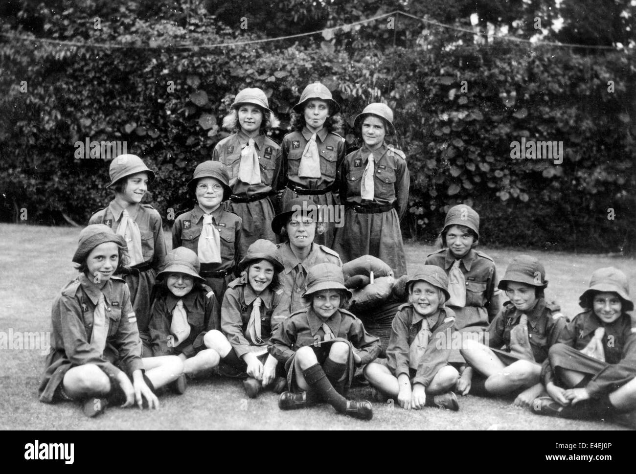 Brownie Girl Guides 1938 Guiding guide group 1930s uk - Stock Image