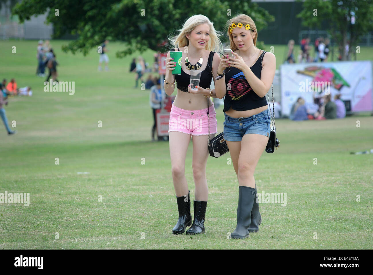 Young girls  YOUNG GIRLS ENJOYING SOCIAL MEDIA AT A OUTDOOR MUSIC FESTIVAL RE SUMMER  FESTIVALS MOBILE PHONES TEENAGERS SOCIAL EVENTS UK