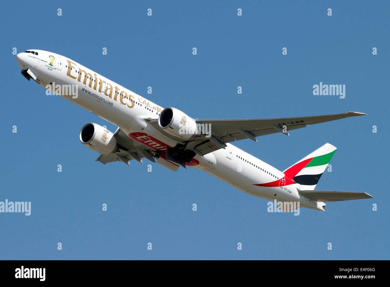 An Emirates Boeing 777-200 airliner. - Stock Image