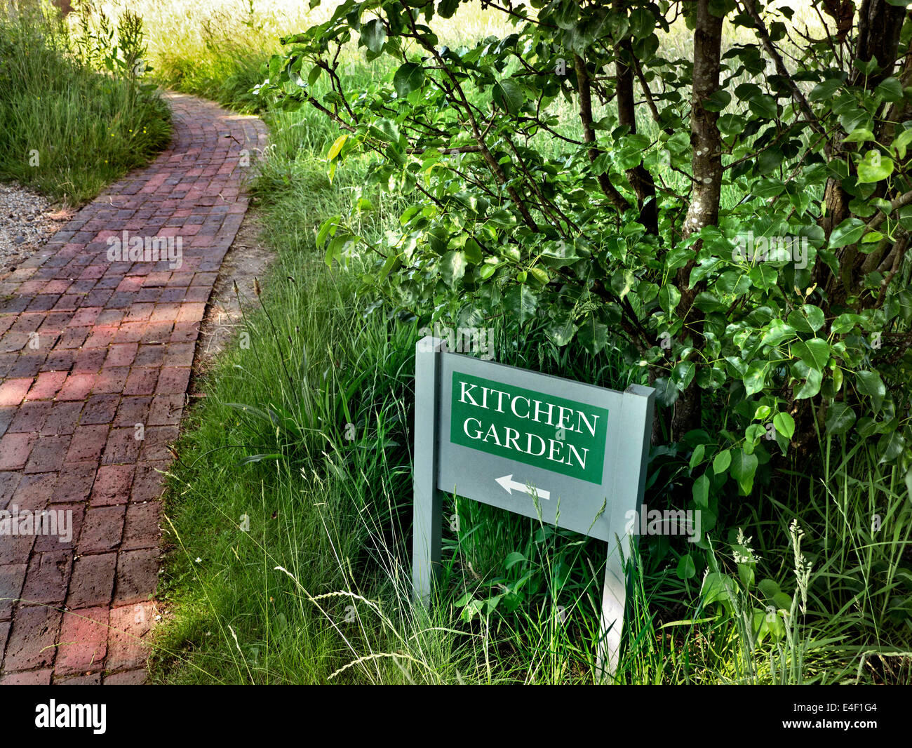 Sign pointing to restaurant Kitchen Garden - Stock Image