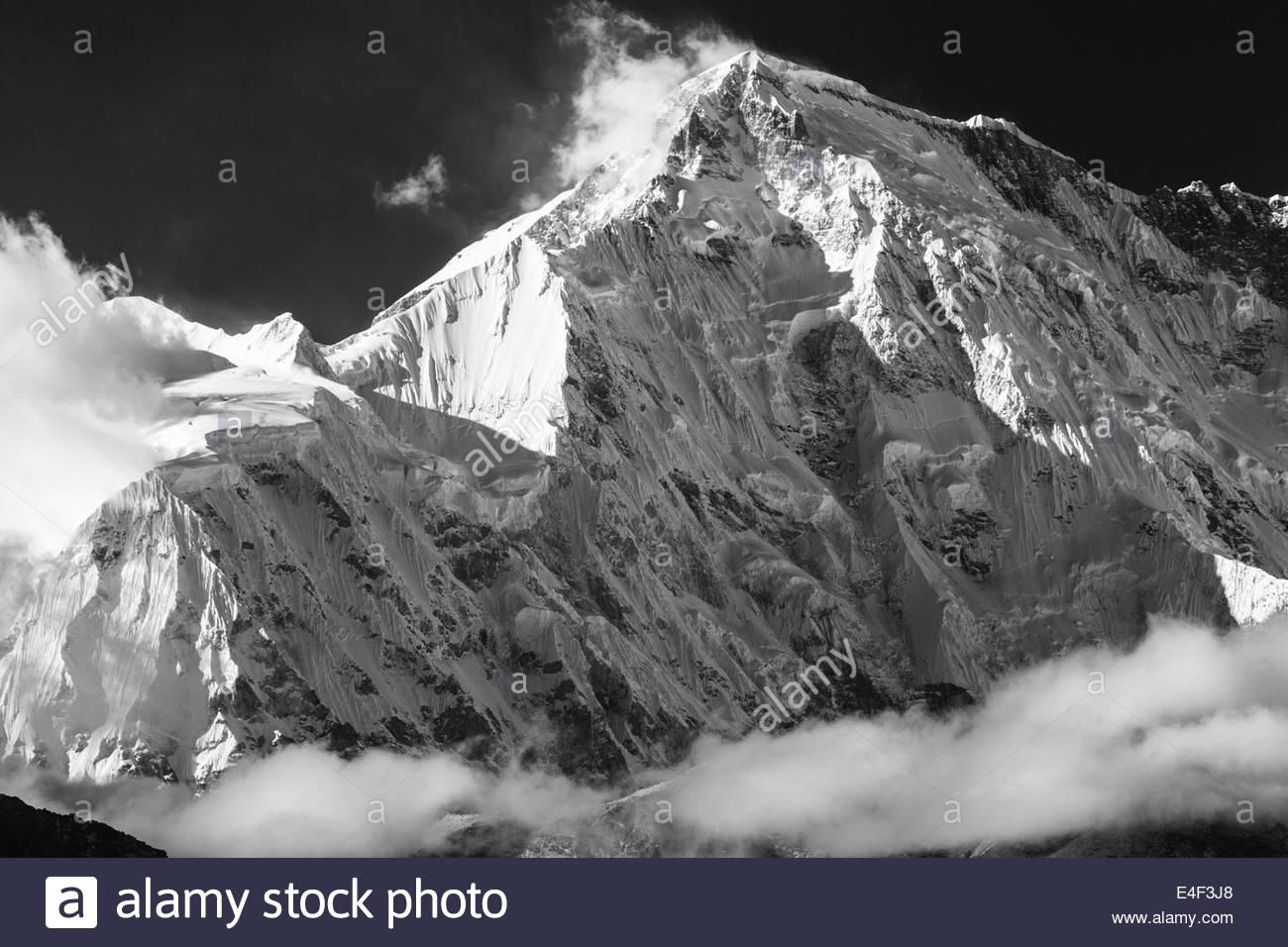 View of snowcapped Himalaya mountain - Khumbu Region - Nepal - Stock Image