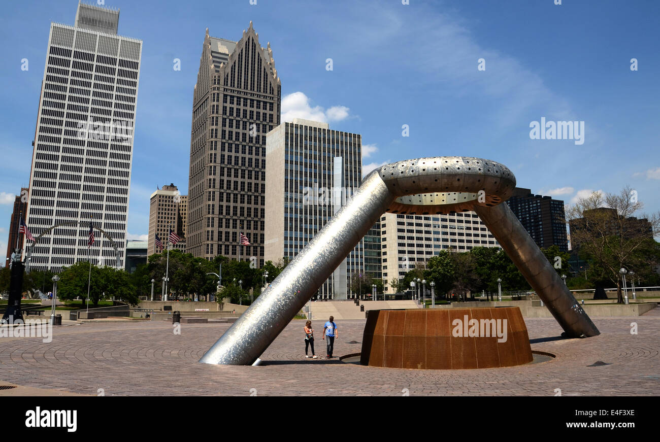 DETROIT, MI - JULY 6: A couple walks near the Horace E. Dodge and Son Memorial Fountain in Hart Plaza in downtown - Stock Image