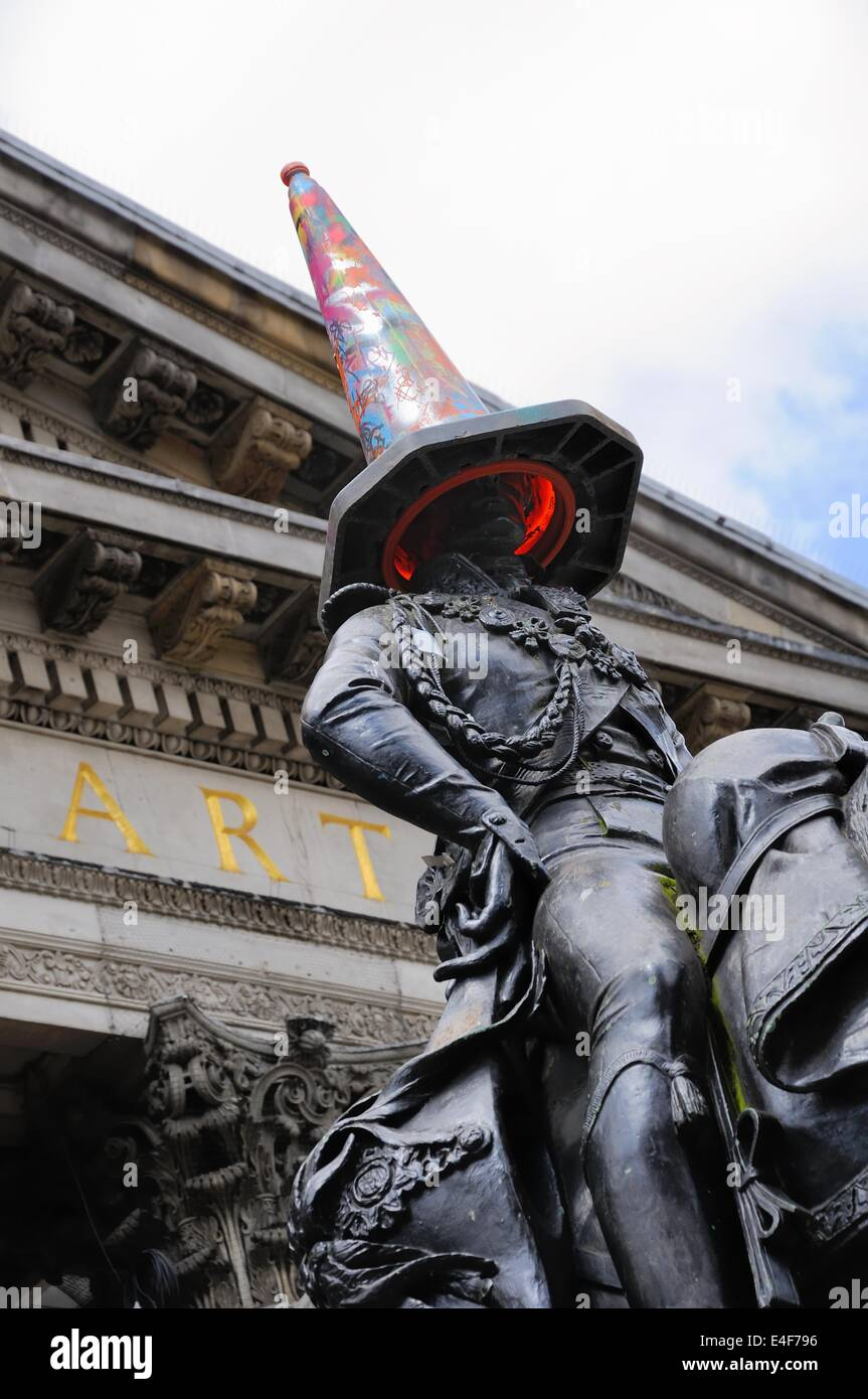 Glasgow's Duke of Wellington statue with traffic cone on its head outside the Museum of Modern Art, Royal Exchange - Stock Image