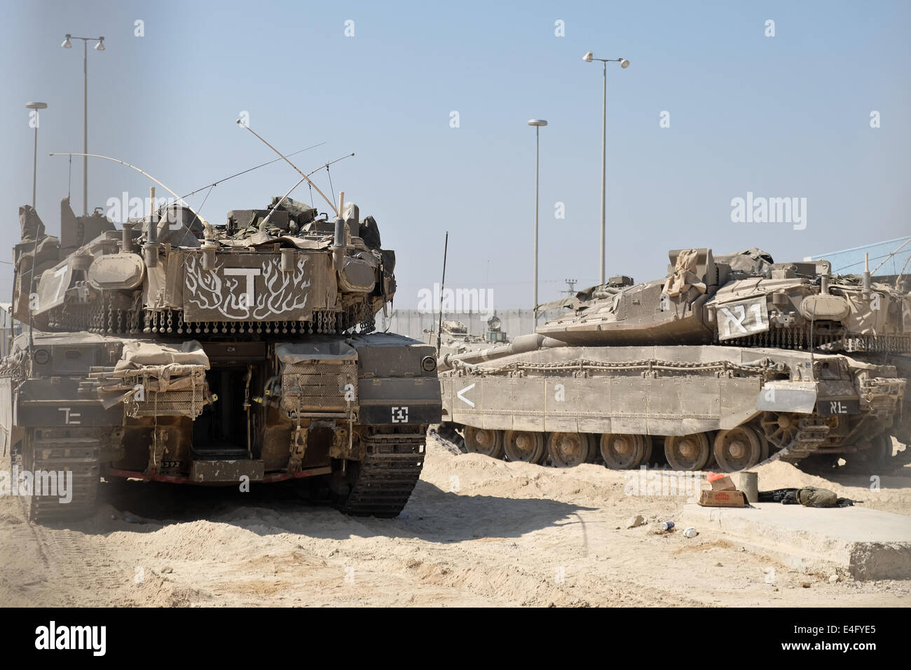 Sderot, Israel. 10th July, 2014. Israeli Merkava tanks are serviced at the Erez Crossing in preparation for an IDF - Stock Image