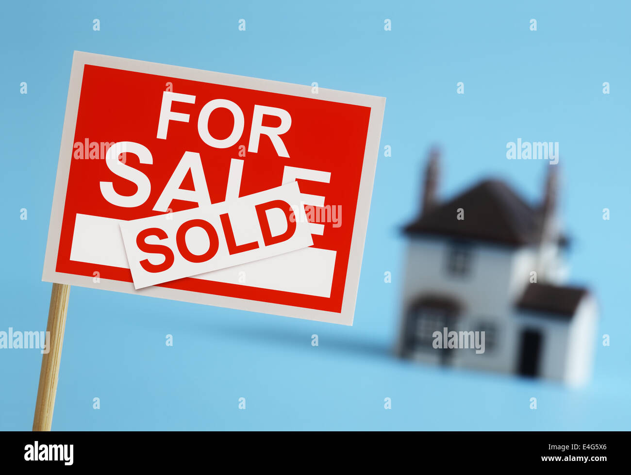 Real estate agent for sale sign - Stock Image