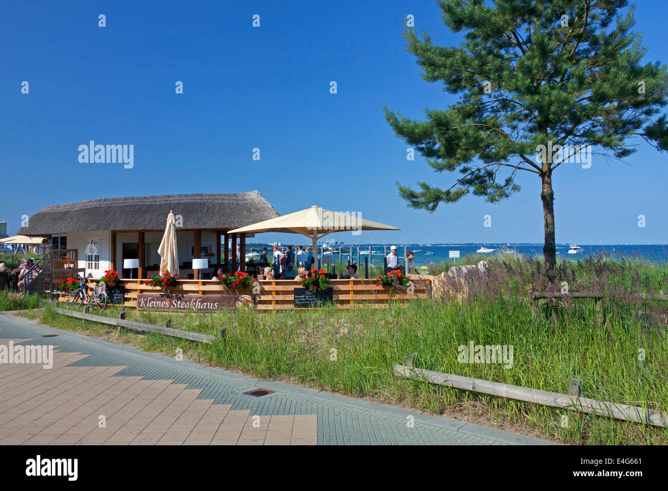 Café / restaurant at Scharbeutz, seaside resort along the Baltic Sea, Ostholstein, Schleswig-Holstein, Germany - Stock Image