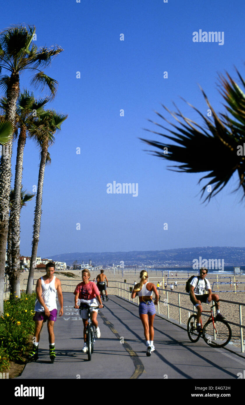 Manhattan Beach bike path with Palos Verdes Peninsula in background - Stock Image