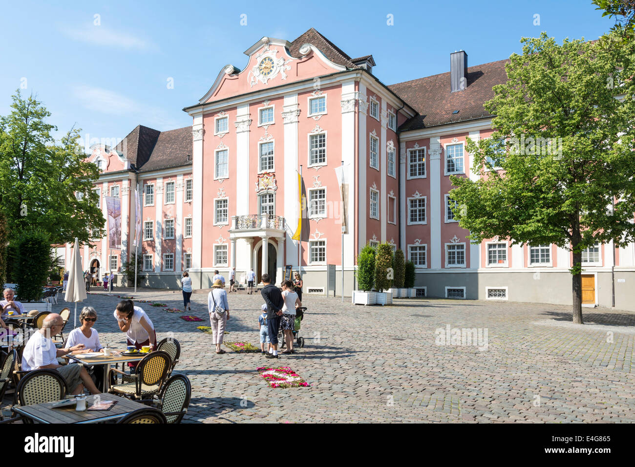 MEERSBURG, GERMANY - JUNE 19: Tourists at the new castle of Meersburg, Germany on June 19, 2014. The new castle - Stock Image