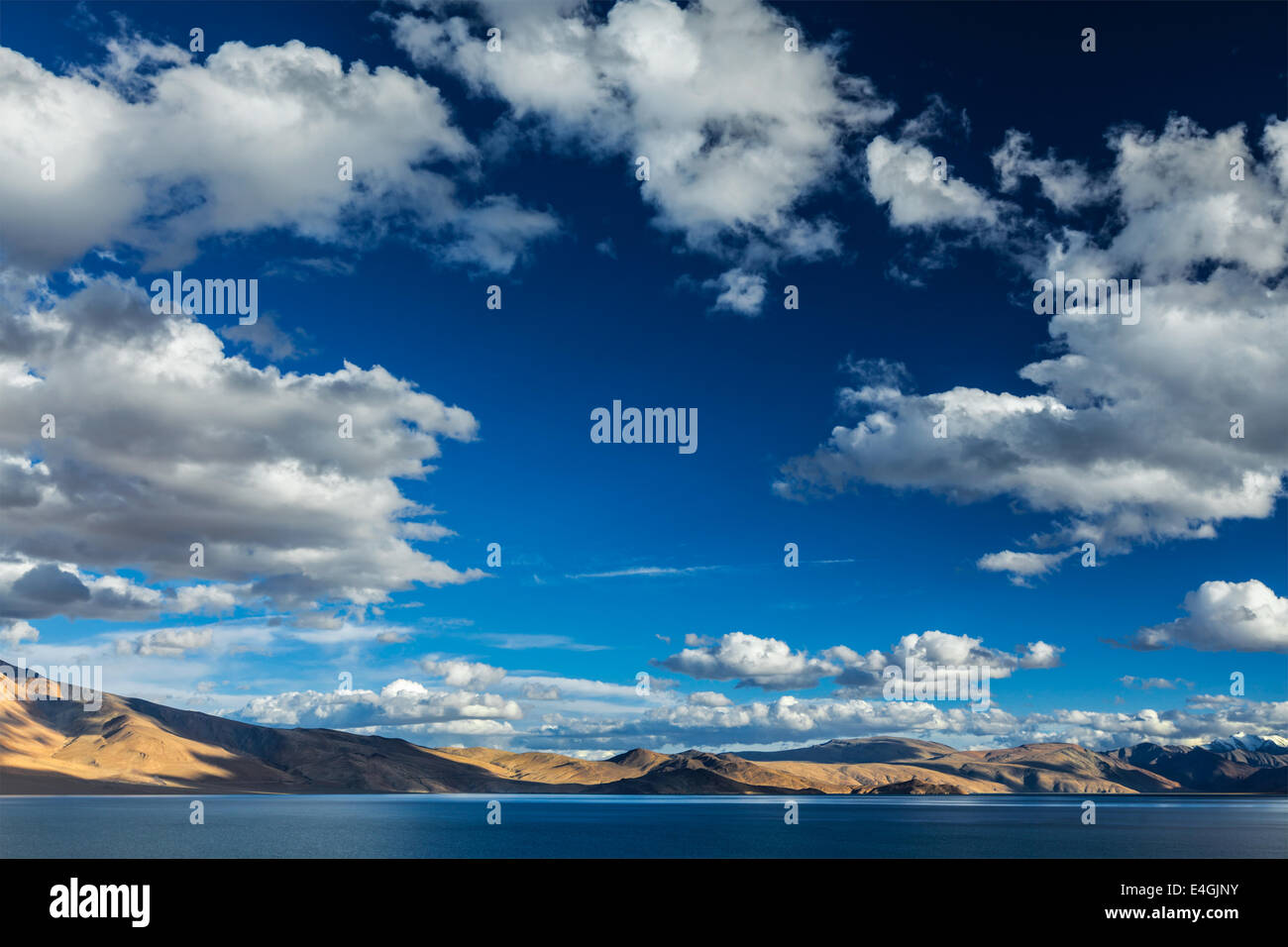 Himalayan mountain lake in Himalayas Tso Moriri on sunset, Korzok, Ladakh, India - Stock Image