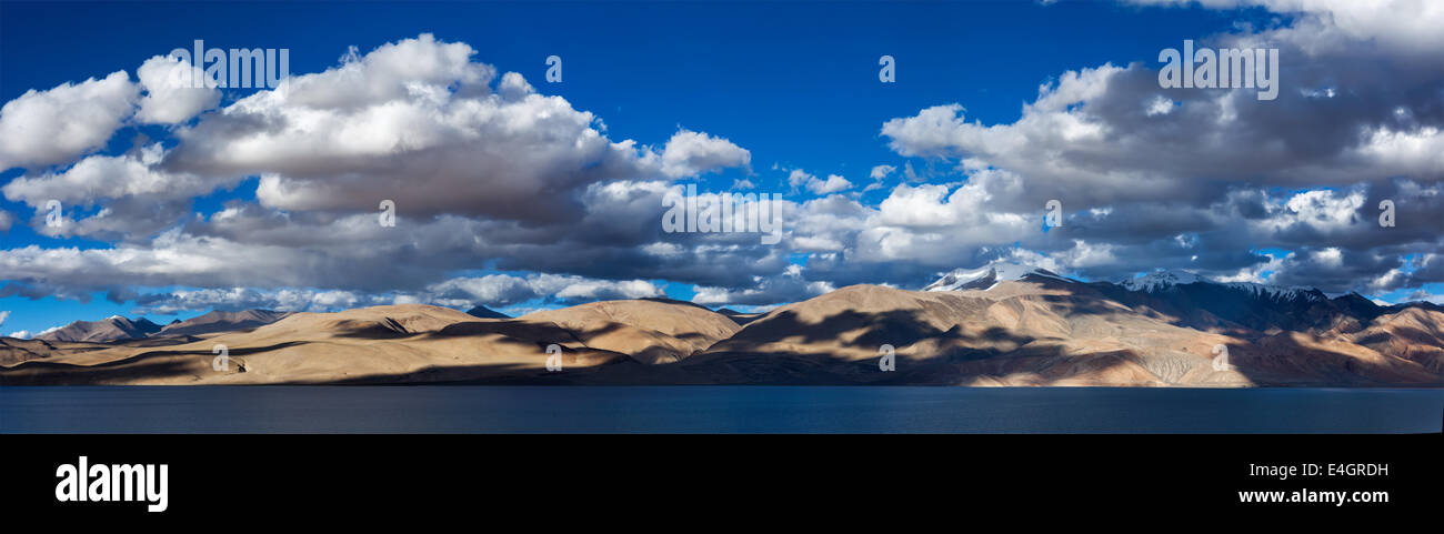 Himalayan lake Tso Moriri on sunset, Korzok, Ladakh, India - Stock Image