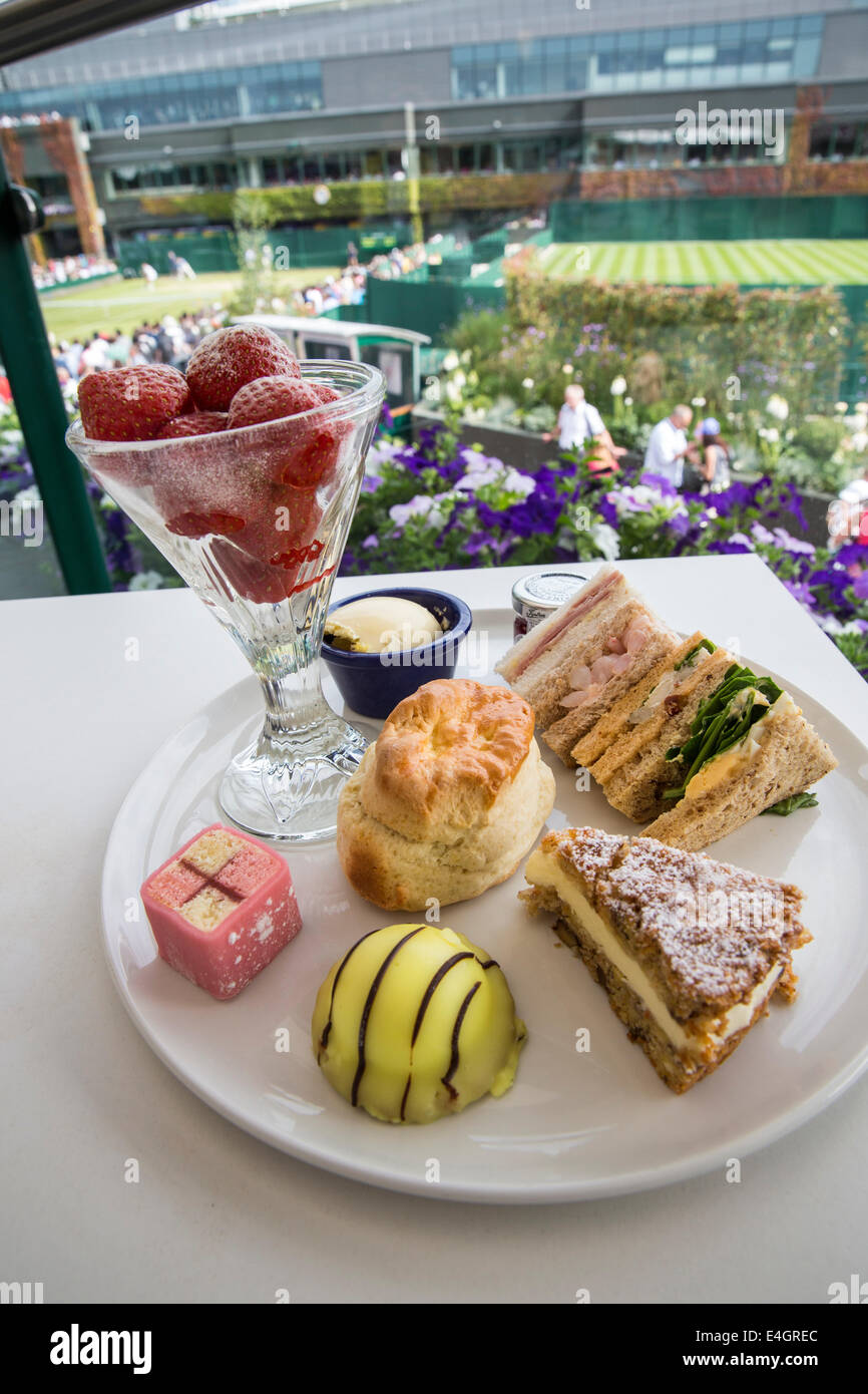 strawberries at Wimbledon Afternoon tea  The Championships Wimbledon 2014 The All England Lawn Tennis & Crocquet - Stock Image