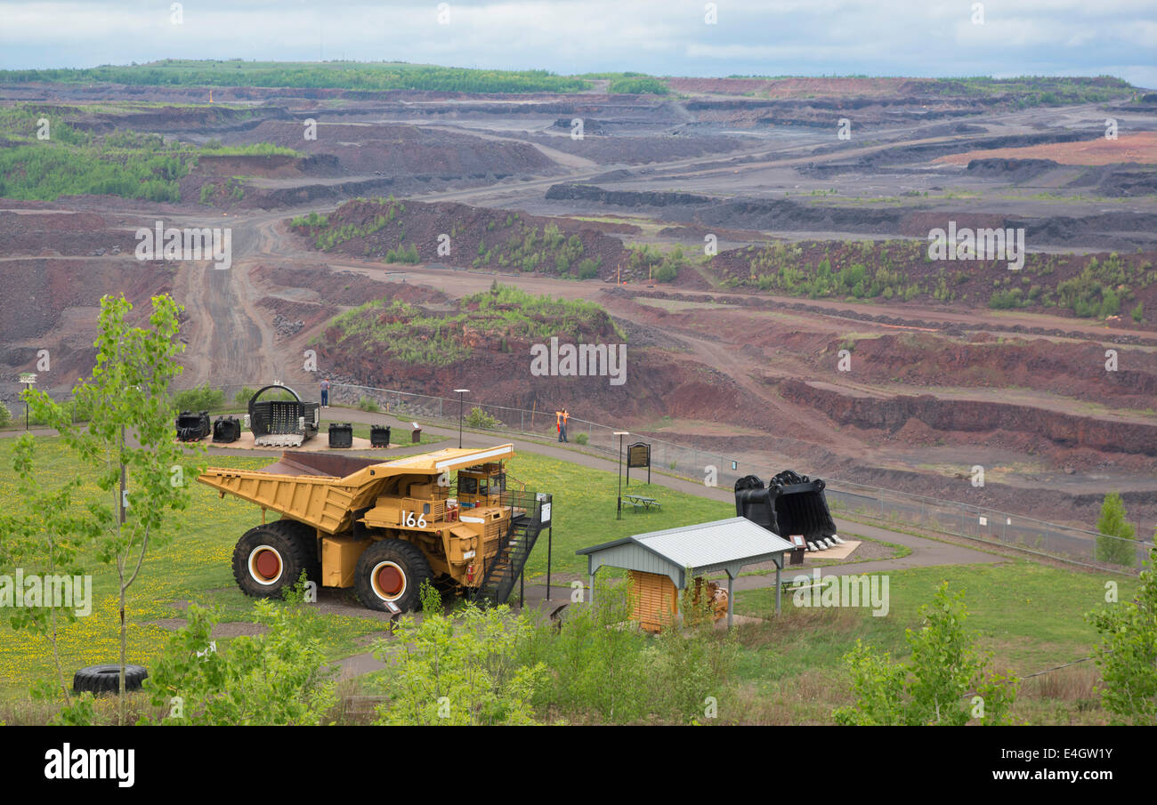 Hibbing, Minnesota - The Hull Rust Mahoning, the world's largest open pit iron ore mine. Visitors can view part - Stock Image