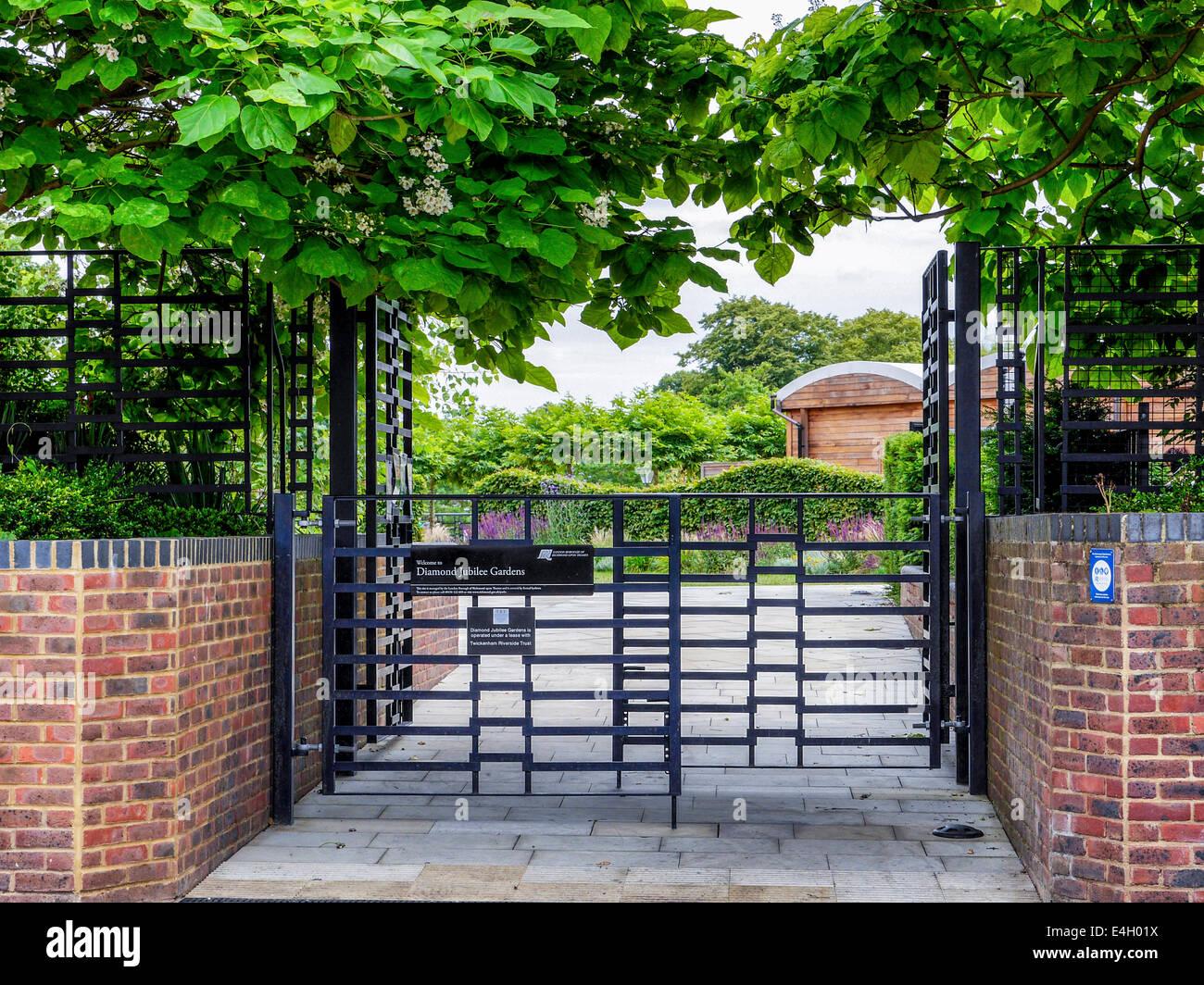 Diamond Jubilee Gardens, Twickenham, Greater London, UK - Old Riverside swimming pool site redeveloped - Stock Image