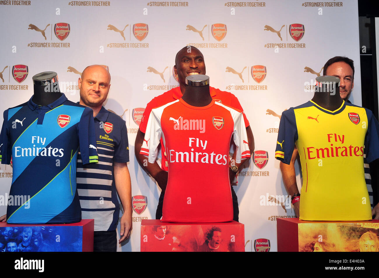 Singapore. 11th July, 2014. Former Arsenal player Sol Campbell (C) attends the Arsenal's new kit launch in Singapore, - Stock Image