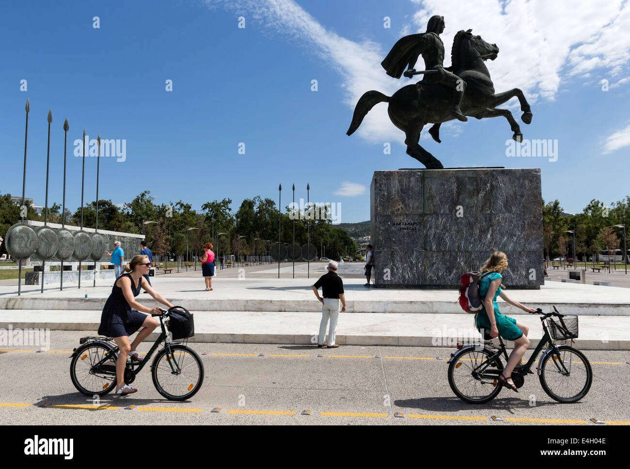 Thessaloniki, Greece. 11th July 2014. Tourists in front of a statue of Alexander the Great and his horse Bucephalus, - Stock Image