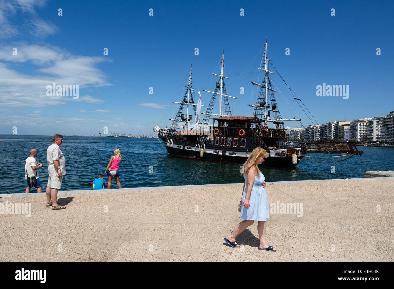 Thessaloniki, Greece. 11th July 2014. Tourists walk at the seafront of Thessaloniki, Greece. The Association of - Stock Image
