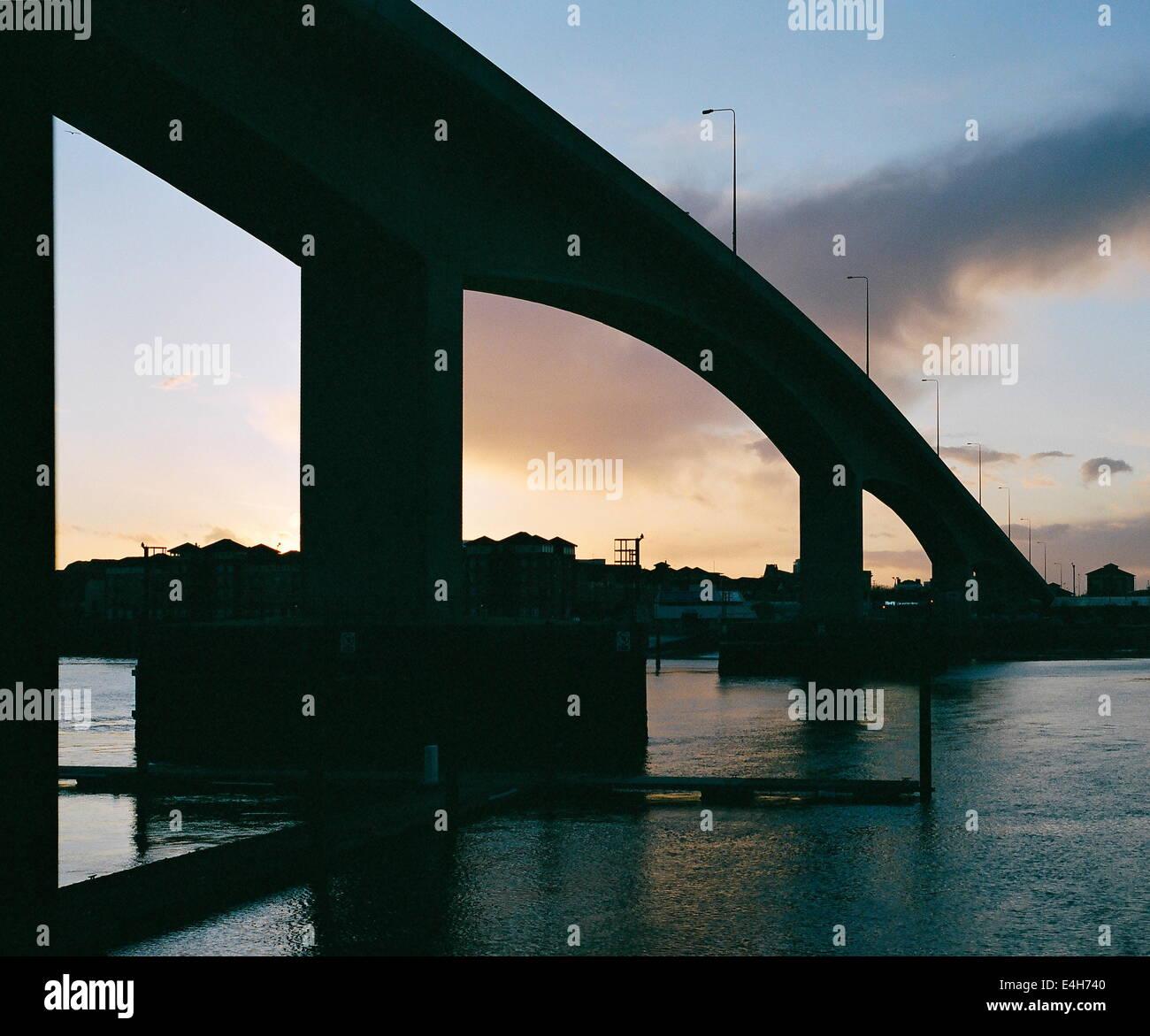 WOOLSTON,ENGLAND-REINFORCD CONCRETE SPANS OF THE ITCHEN BRIDGE;PHOTO:JONATHAN EASTLAND/AJAX. - Stock Image