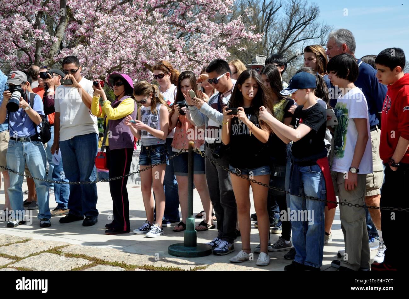 Arlington, Virginia:  Tourists snapping photos at Kennedy gravesites - Stock Image