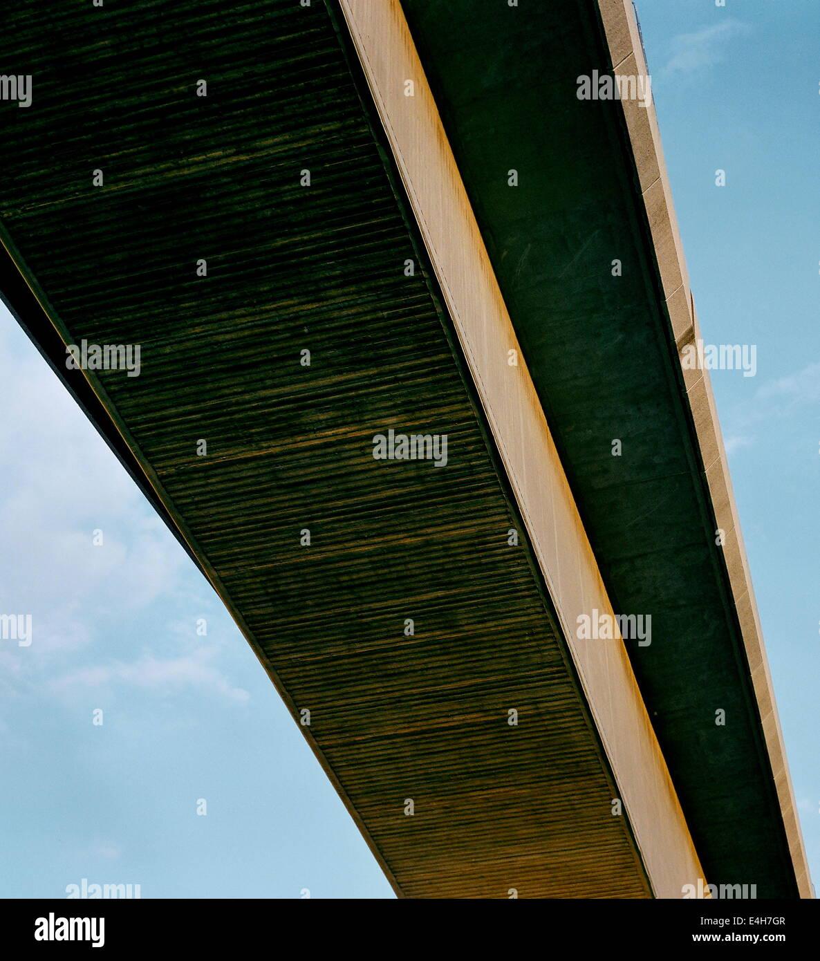 SOUTHAMPTON,ENGLAND.-REINFORCED CONCRETE SPAN OF THE ITCHEN BRIDGE.  PHOTO:JONATHAN EASTLAND/AJAX - Stock Image