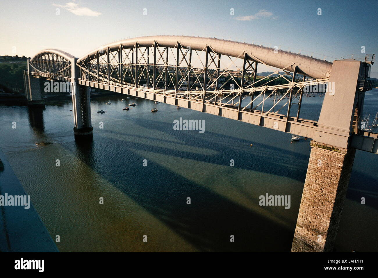 PLYMOUTH,ENGLAND.BRUNEL'S RAILWAY BRIDGE CROSSING THE TAMAR RIVER.PHOTO:JONATHAN EASTLAND/AJAX Stock Photo