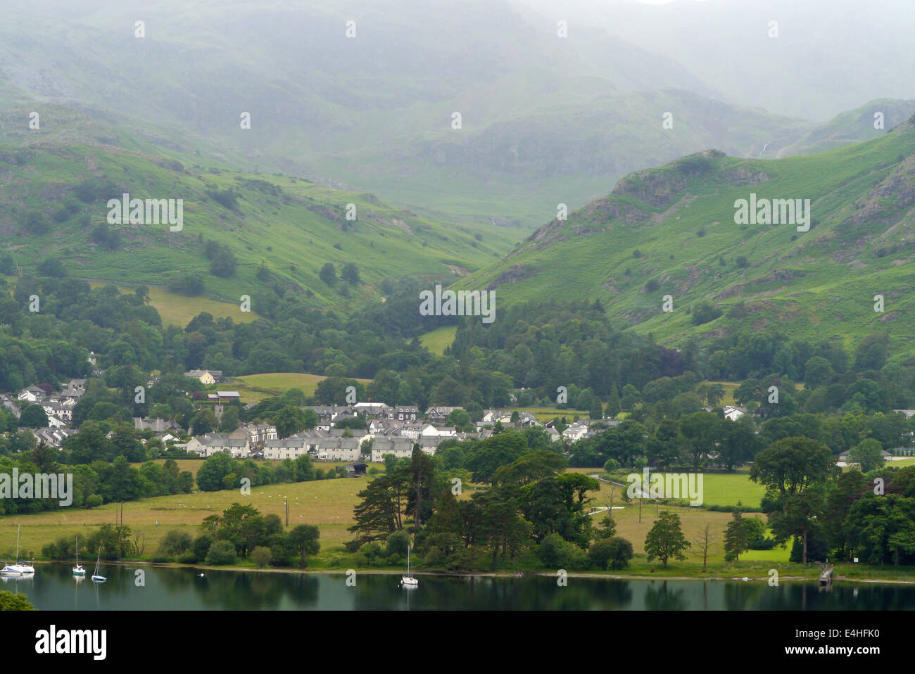 Coniston water, lake district, cumbria. Sailing boats, Coniston village and Old Man of Coniston mountain - Stock Image