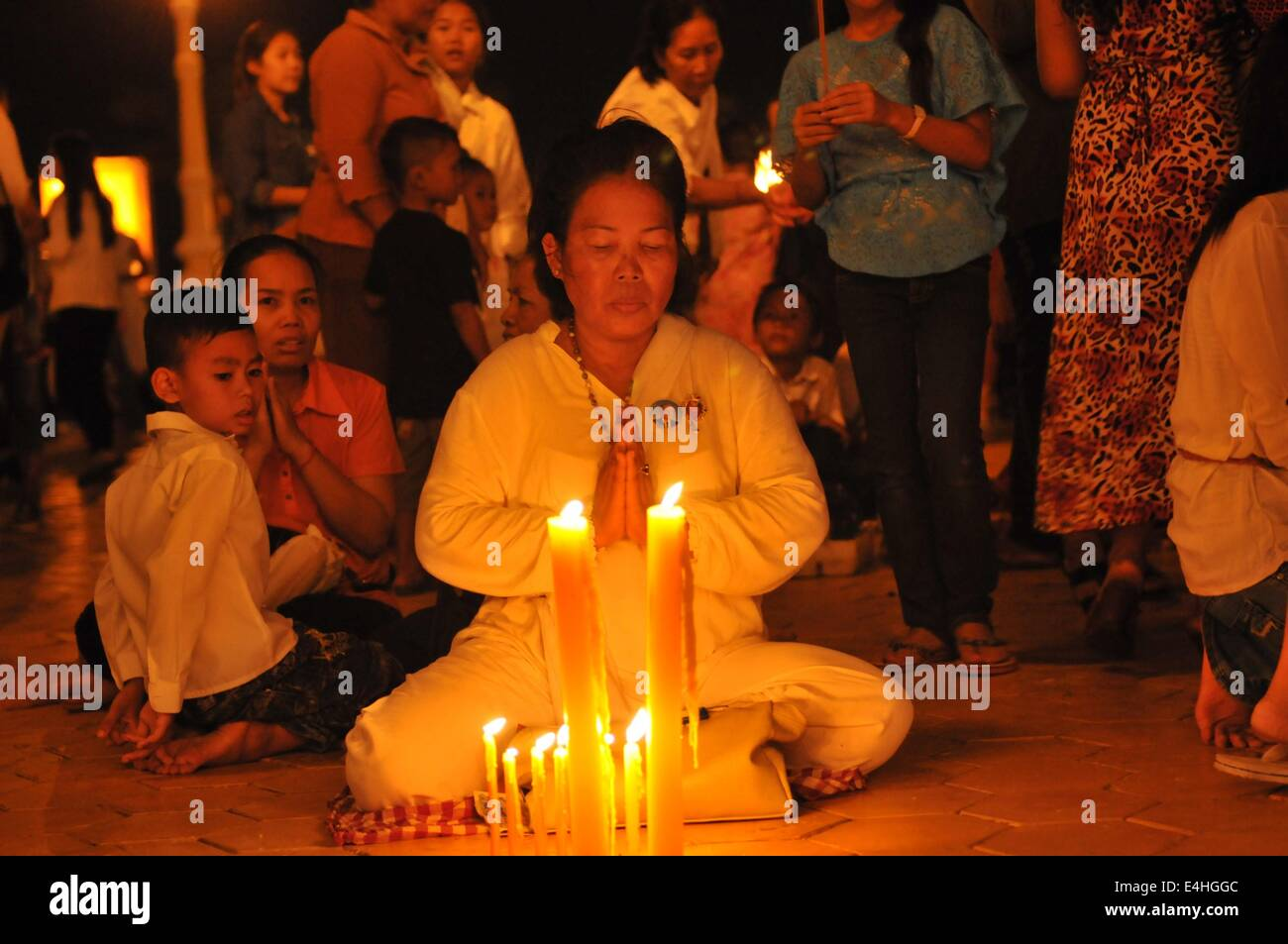 Phnom Penh, Cambodia. 11th July, 2014. People pray in front of the Royal Palace in Phnom Penh, Cambodia, July 11, - Stock Image