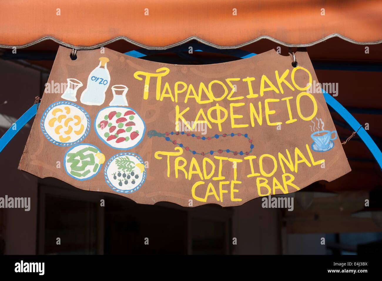 Griechenland, Rhodos, Salakos, Kafeneon Paradosiako an der Platia - Stock Image