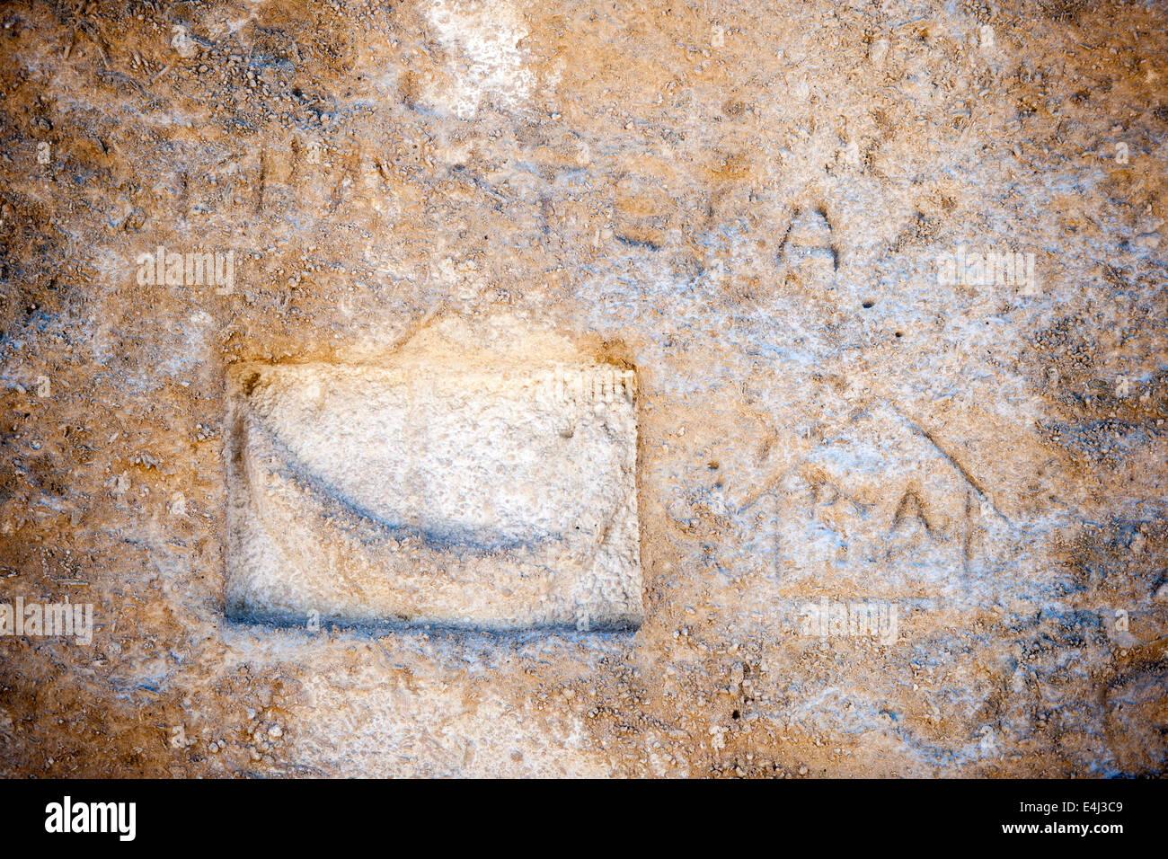 Griechenland, Rhodos, Monolithos, Kap Fourni, antikes Relief im Felsblock. Es zeigt den Fährmann Charon der - Stock Image