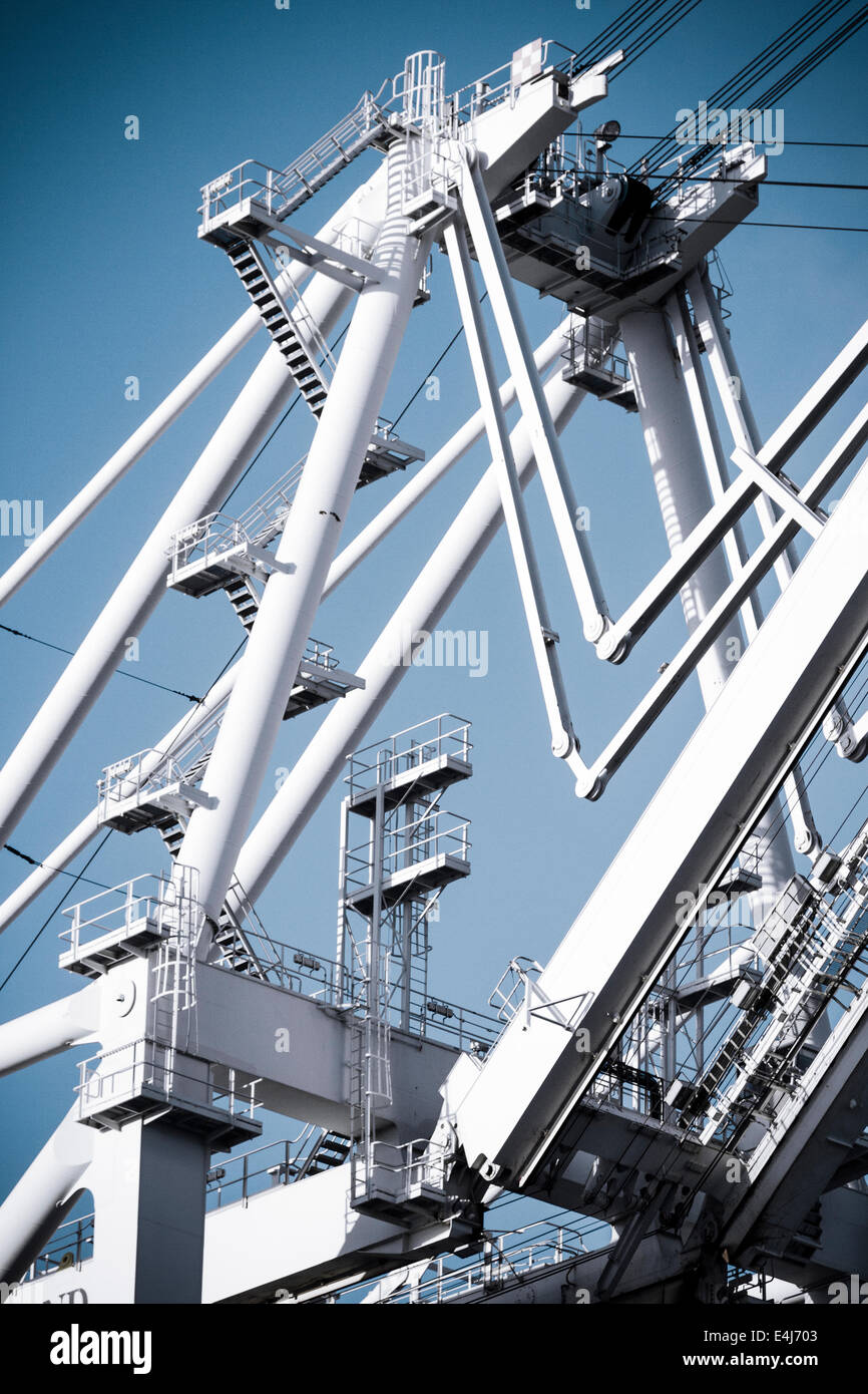 Complex structure of giant gantry crane used for unloading cargo containers at the Port of Oakland Container Terminal - Stock Image