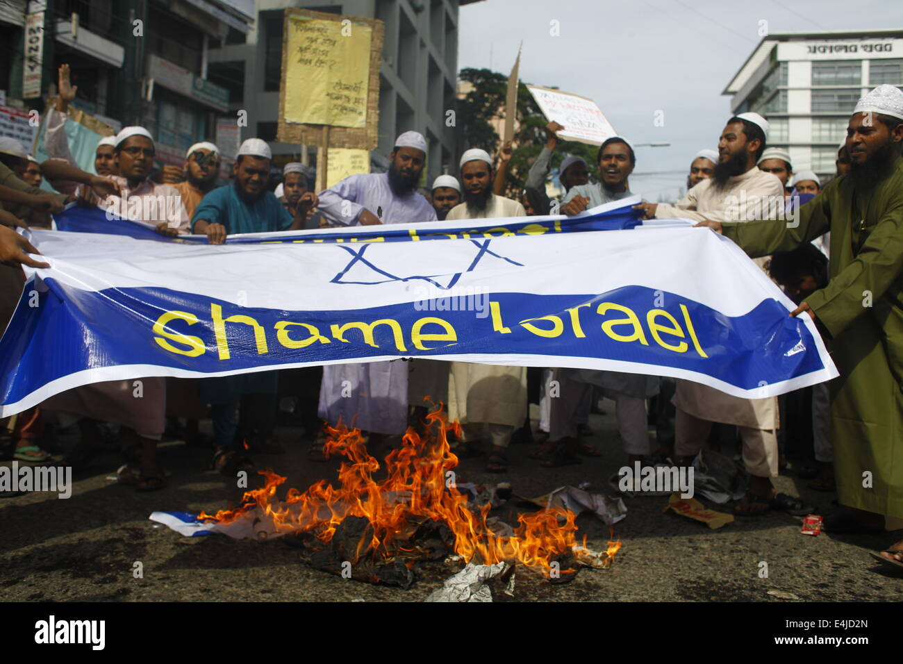 Dhaka, Bangladesh. 13th July, 2014. Bangladeshi Muslims protest  in front of National Press Club by setting fire - Stock Image
