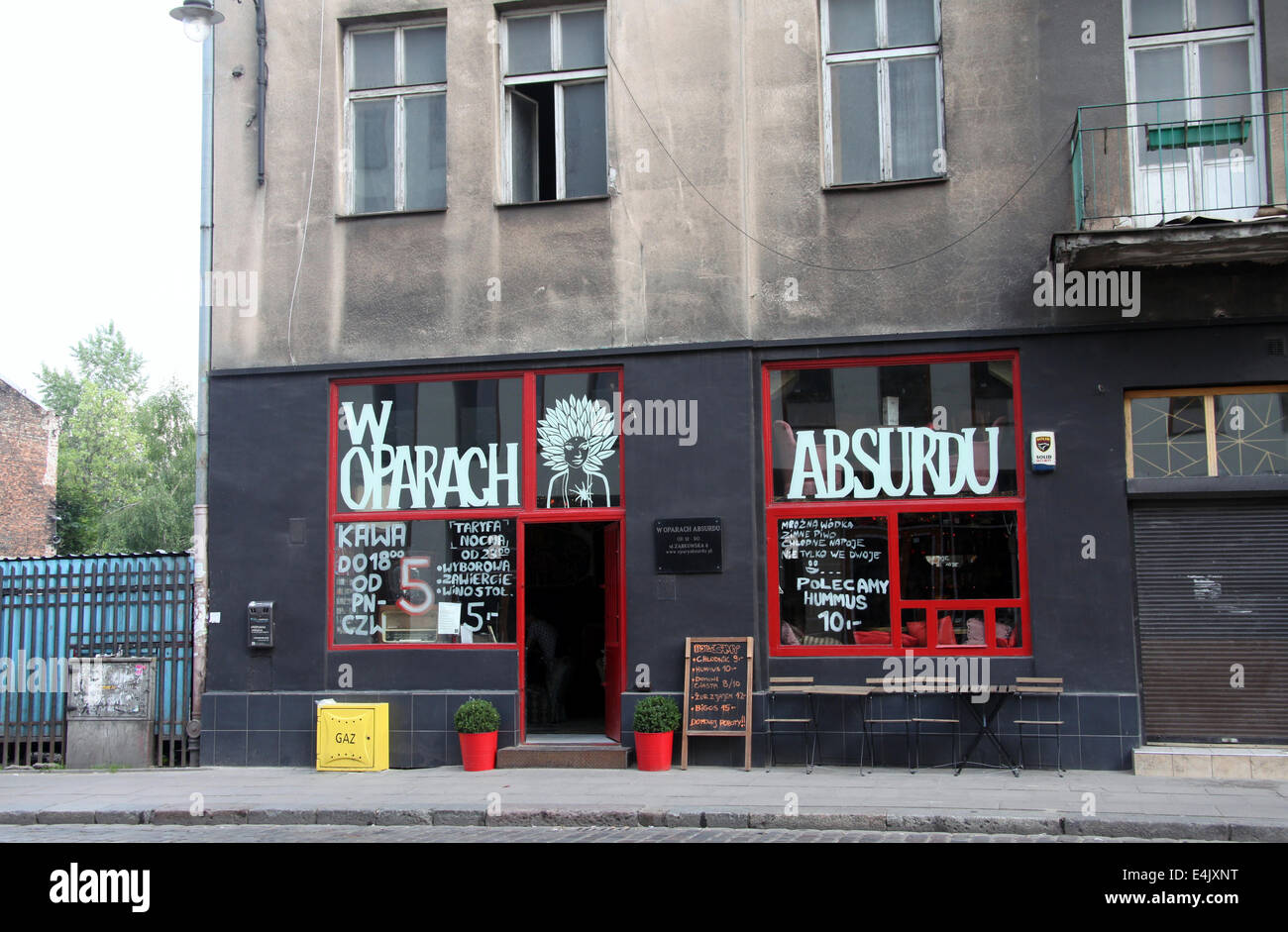 W Oparach Absurdu Cafe Bar in the trendy Praga district of Warsaw in Poland - Stock Image