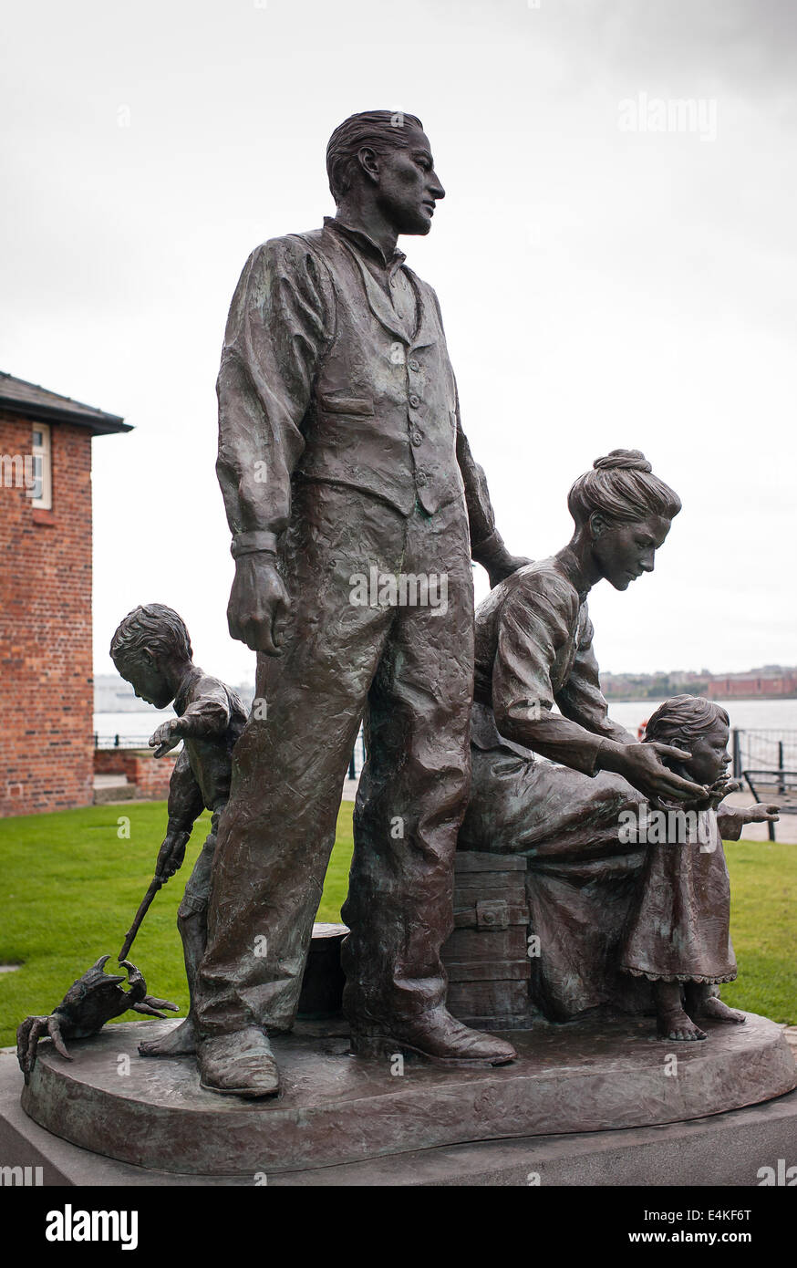 Statue in Liverpool depicting emigrant family destined for a new life overseas possibly North America - Stock Image